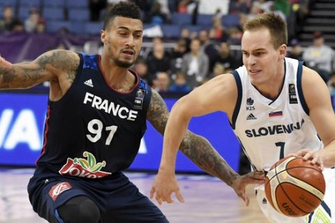 Klemen Prepelic of Slovenia and Edwin Jackson of France during the basketball European Championships Eurobasket 2017 qualification round match between Slovenia and France in Helsinki, Finland, Wednesday, Sept. 6, 2017. (Jussi Nukari/ Lehtikuva via AP)