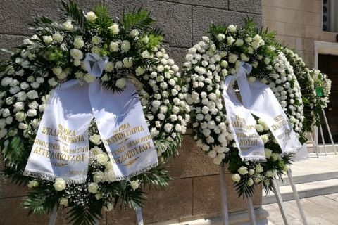 Έστειλαν στεφάνια Αγγελόπουλοι, Σπανούλης και ΚΑΕ Ολυμπιακός