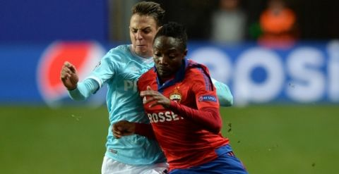 PSV Eindhoven's Colombian defender Santiago Arias (L) fights for the ball with CSKA Moscow's Nigerian forward Ahmed Musa during the UEFA Champions League group B football match between CSKA Moscow and PSV Eindhoven at the Khimki Arena outside Moscow on September 30, 2015. AFP PHOTO / VASILY MAXIMOV        (Photo credit should read VASILY MAXIMOV/AFP/Getty Images)