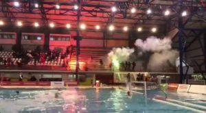 VIDEO: Η στιγμή της επίθεσης κουκουλοφόρων στο Ολυμπιακός – Γλυφάδα