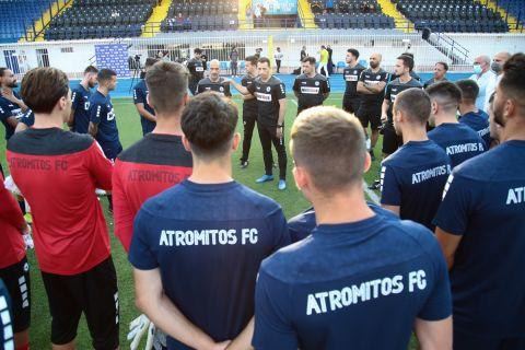 Ο Λόπεθ και οι παίκτες του Ατρόμητου στη διάρκεια του αγιασμού και της πρώτης προπόνησης για τη σεζόν 2021-22 | 5 Ιουλίου 2021