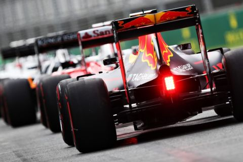 MELBOURNE, AUSTRALIA - MARCH 19: Daniil Kvyat of Russia drives the (26) Red Bull Racing Red Bull-TAG Heuer RB12 TAG Heuer waits in the Pitlane during qualifying for the Australian Formula One Grand Prix at Albert Park on March 19, 2016 in Melbourne, Australia.  (Photo by Mark Thompson/Getty Images)