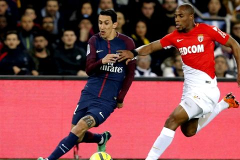 PSG's Angel Di Maria, left, duels for the ball with Monaco's Djibril Sidibe during the French League One soccer match between Paris Saint Germain and Monaco at the Parc des Princes stadium in Paris, Sunday, April 15, 2018. (AP Photo/Michel Euler)