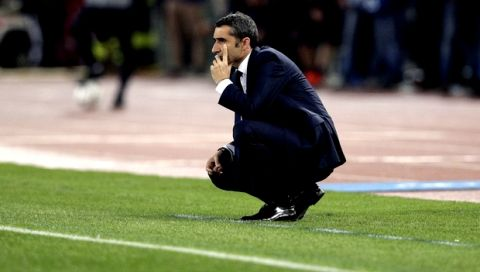 Barcelona coach Ernesto Valverde follows the Champions League quarterfinal second leg soccer match between Roma and FC Barcelona at Rome's Olympic Stadium, Tuesday, April 10, 2018. (AP Photo/Andrew Medichini)