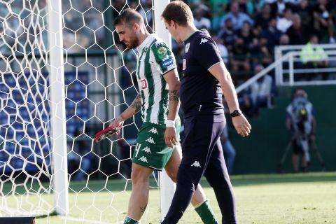 Ο Βέλεθ αποχωρεί τραυματίας στη διάρκεια του Παναθηναϊκός - Βόλος   26 Σεπτεμβρίου 2021