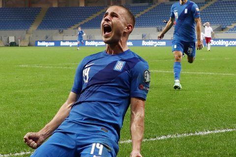 Ο Πέλκας πανηγυρίζει έξαλλος το δεύτερο γκολ της Εθνικής