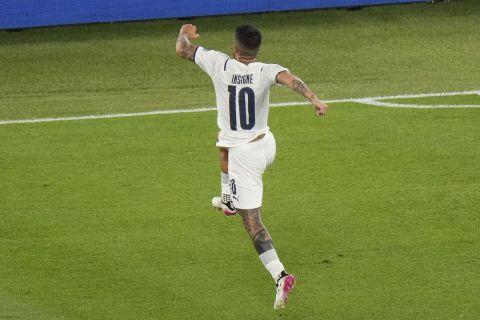 Ο Ινσίνιε πανηγυρίζει το γκολ που σημείωσε απέναντι στην Τουρκία