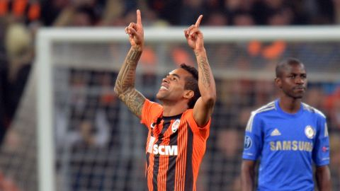 FC Shakhtar Donetsk' player, Brazilian Alex Teixeira celebrates after scoring against Chelsea FC during the UEFA Champions League, Group E, football match in Donetsk on October 23, 2012. AFP PHOTO/ SERGEI SUPINSKY        (Photo credit should read SERGEI SUPINSKY/AFP/Getty Images)