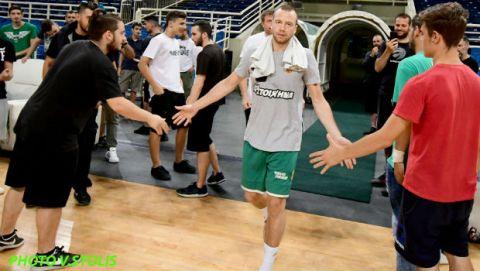 """Οπαδοί Παναθηναϊκού σε παίκτες: """"Πάρτε το πρωτάθλημα για τον Παύλο Γιαννακόπουλο"""""""