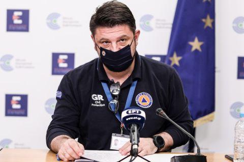 Ο Νίκος Χαρδαλιάς σε ενημέρωση των δημοσιογράφων για τον κορονοϊό