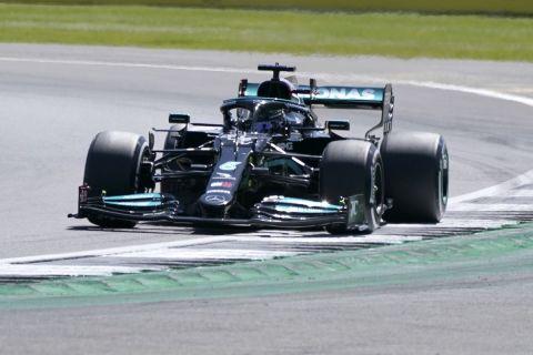 Ο Λιούις Χάμιλτον της Mercedes σε στιγμιότυπο των δοκιμών πριν από το GP Μεγάλης Βρετανίας στην πίστα του Σίλβερστοουν | Σάββατο 17 Ιουλίου 2021