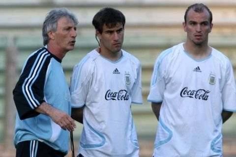 Argentina national soccer team coach Jose Pekerman talks to Rodrigo Palacios and Esteban Cambiasso, right, during training in Sant'Antonio Abate, near Naples, southern Italy, Monday, May 29, 2006. Argentina will play Angola in a pre-World Cup friendly match on Tuesday.  Argentina will be in Group C at the upcoming World Cup in Germany together with Ivory Coast, Serbia and Montenegro and the Netherlands. (AP Photo/Francesco Pecoraro)
