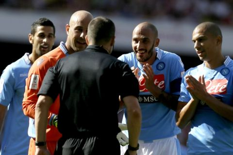 Napoli's Paolo Cannavaro, second right and goalkeeper Pepe Reina, second left talk to referee Kevin Friend after a penalty was awarded to Arsenal, which Reina then saved, during their Emirates Cup soccer game at Arsenal's Emirates stadium in London, Saturday, Aug 3, 2013 . (AP Photo/Alastair Grant)