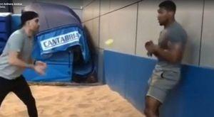 Ούτε το μπαλάκι του τένις δεν χτυπάει τον Joshua