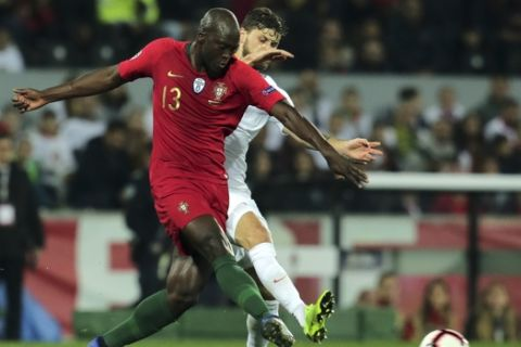 Poland's Mateusz Klich fights for the ball with Portugal's Danilo, left, during the UEFA Nations League soccer match between Portugal and Poland at the D. Afonso Henriques stadium in Guimaraes, Portugal, Tuesday, Nov. 20, 2018. (AP Photo/Manuel Araujo)