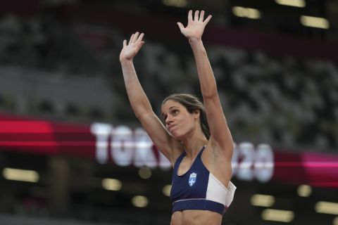 Η Κατερίνα Στεφανίδη ολοκληρώνοντας την προσπάθειά της στον τελικό του άλματος επί κοντώ