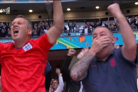 Οπαδός της Αγγλίας πανηγυρίζει το γκολ του Στέρλινγκ και πήγε να του φύγει η μασέλα