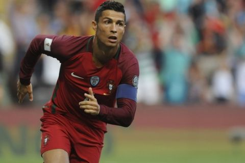 Portugal's Cristiano Ronaldo runs celebrating after scoring the opening goal during the World Cup Group B qualifying soccer match between Portugal and Faroe Islands at the Bessa Stadium in Porto, Portugal, Thursday Aug. 31, 2017. (AP Photo/Paulo Duarte)