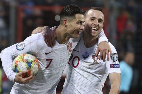 Οι Κριστιάνο Ρονάλντο και Ντιόγκο Ζότα πανηγυρίζουν γκολ της Πορτογαλίας κόντρα στο Λουξεμβούργο για τα προκριματικά του Euro 2020 | 17 Νοεμβρίου 2019
