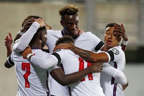 Οι παίκτες της Αγγλίας πανηγυρίζουν γκολ που σημείωσαν κόντρα στην Ανδόρα για τη φάση των προκριματικών ομίλων της ευρωπαϊκής ζώνης του Παγκοσμίου Κυπέλλου 2022 του εθνικού σταδίου της Ανδόρα λα Βέγια | Σάββατο 9 Οκτωβρίου 2021