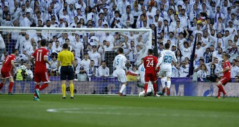 Bayern's Joshua Kimmich, right, scores the opening goal during the Champions League semifinal second leg soccer match between Real Madrid and FC Bayern Munich at the Santiago Bernabeu stadium in Madrid, Spain, Tuesday, May 1, 2018. (AP Photo/Paul White)