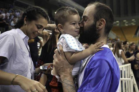 Ο Βασίλης Σπανούλης με τη σύζυγό του και έναν από τους γιους τους