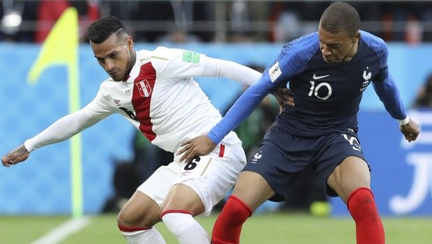 Peru's Miguel Trauco, left vies for the ball with France's Kylian Mbappe during the group C match between France and Peru at the 2018 soccer World Cup in the Yekaterinburg Arena in Yekaterinburg, Russia, Thursday, June 21, 2018. (AP Photo/David Vincent)