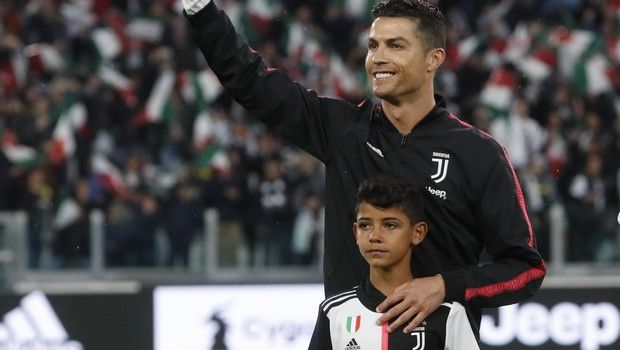 Γιουβέντους: Ο Ρονάλντο χτύπησε τον γιο του με το τρόπαιο