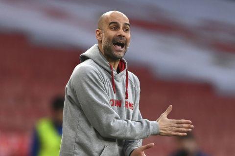 Ο προπονητής της Μάντσεστερ Σίτι, Πεπ Γκουαρδιόλα σε αγώνα με την Άρσεναλ για την Premier League.