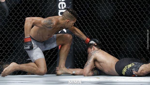 UFC 215: Περίεργο ΚΟ και εντυπωσιακός... πανηγυρισμός! (ΒΙΝΤΕΟ)