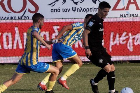 Στιγμιότυπο από την αναμέτρηση ανάμεσα στον ΟΦΗ και τον Παναιτωλικό για τα playouts της Super League Interwetten.