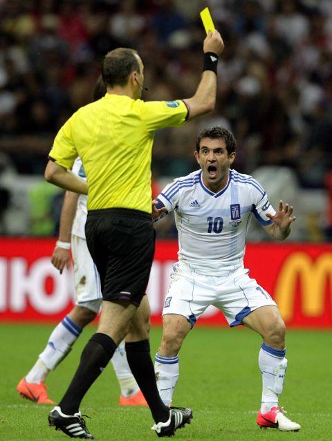 Η κίτρινη στον Καραγκούνη στο ματς με τη Ρωσία στο Euro 2008
