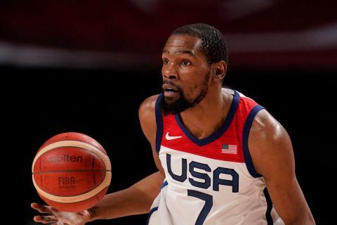 Ο Κέβιν Ντουράντ των ΗΠΑ σε στιγμιότυπο της αναμέτρησης με το Ιράν για τη φάση των ομίλων του τουρνουά μπάσκετ των Ολυμπιακών Αγώνων 2020, Σαϊτάμα | Τετάρτη 28 Ιουλίου 2021