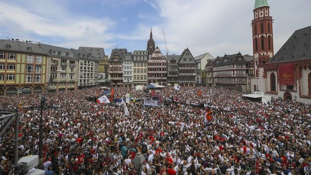 Χαμός στη Φρανκφούρτη για το Κύπελλο της Άιντραχτ!