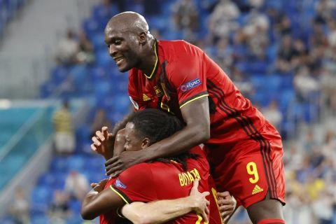 Οι παίκτες του Βελγίου πανηγυρίζουν γκολ έπειτα απ' το αυτογκόλ του Χραντέτσκι στο Φινλανδία - Βέλγιο.
