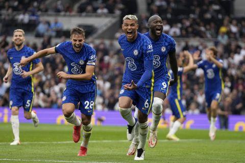 Οι παίκτες της Τσέλσι πανηγυρίζουν γκολ κόντρα στην Τότεναμ στην Premier League