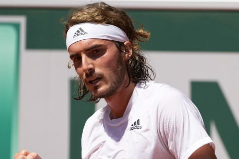 Ο Στέφανος Τσιτσιπάς στη διάρκεια του ημιτελικού του Roland Garros με αντίπαλο τον Ζβέρεφ