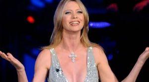 Άννα Φάλκι: Στηρίζει την Λάτσιο με γυμνή φωτογραφία και κασκόλ