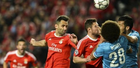 Benfica's Brazilian forward Jonas Oliveira (2L) heads the ball to score a goal during the UEFA Champions League round of 16 football match SL Benfica vs FC Zenith Saint-Petersburg at the Luz stadium in Lisbon on February 16, 2016. / AFP / PATRICIA DE MELO MOREIRA        (Photo credit should read PATRICIA DE MELO MOREIRA/AFP/Getty Images)
