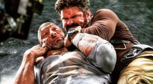 O Dwayne «The Rock» Johnson περιγράφει πώς είναι να σε πνίγει ένας MMAer