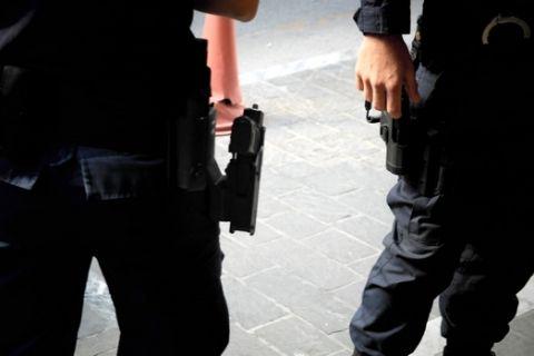 Αστυνομικός περιπολεί σε δρόμο της Αθήνας την Τρίτη 11 Νοεμβρίου 2014. (EUROKINISSI/ΓΙΩΡΓΟΣ ΚΟΝΤΑΡΙΝΗΣ)