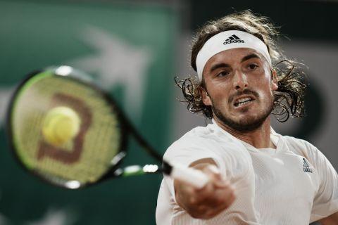 Ο Στέφανος Τσιτσιπάς απέναντι στον Μεντβέντεφ στα προημιτελικά του Roland Garros (8 Ιουνίου 2021)