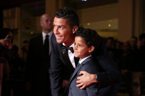 Ο Κριστιάνο Ρονάλντο με τον γιο του στο Λονδίνο το 2015
