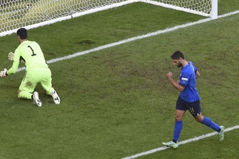 Ο Μπεράρντι πανηγυρίζει το γκολ του με την Ιταλία κόντρα στο Βέλγιο στον μικρό τελικό του Nations League