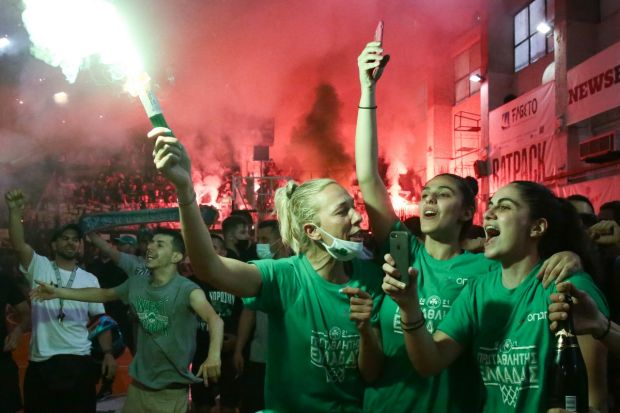 Ζήτω η Ελλάς – Ποιος… κορονοϊός τώρα; Κατάμεστη Λεωφόρος οι πρωταθλήτριες Παναθηναϊκού, φιέστα για κούπα σε ΣΕΦ! (pics)