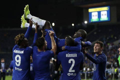 Οι παίκτες της Τσέλσι πανηγυρίζουν έξαλλα μετά την κατάκτηση του Champions League /29-5-2021