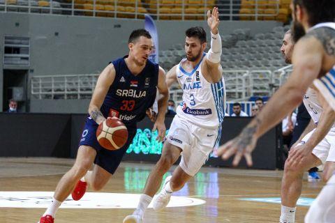 Ο Μιχάλης Λούντζης σε φάση από τον φιλικό αγώνα Ελλάδα - Σερβία για το τουρνουά Ακρόπολις