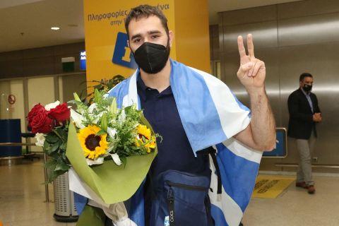 Ο Θοδωρής Ιακωβίδης στο αεροδρόμιο Ελευθέριος Βενιζέλος