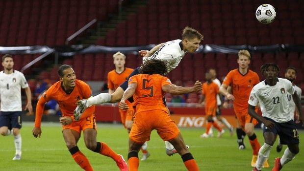 Ολλανδία - Ιταλία: Με κεφαλιά του Μπαρέλα το 0-1