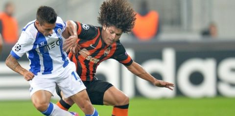 Shakhtar Donetsk's Marzio Azevedo (R) fights for the ball with FC Porto's Cristian Tello (L) on September 30, 2014 during a UEFA Champions League football match FC Shakhtar Donetsk vs FC Porto at the Arena Lviv stadium in Lviv..                             AFP PHOTO /GENYA SAVILOV.         (Photo credit should read GENYA SAVILOV/AFP/Getty Images)